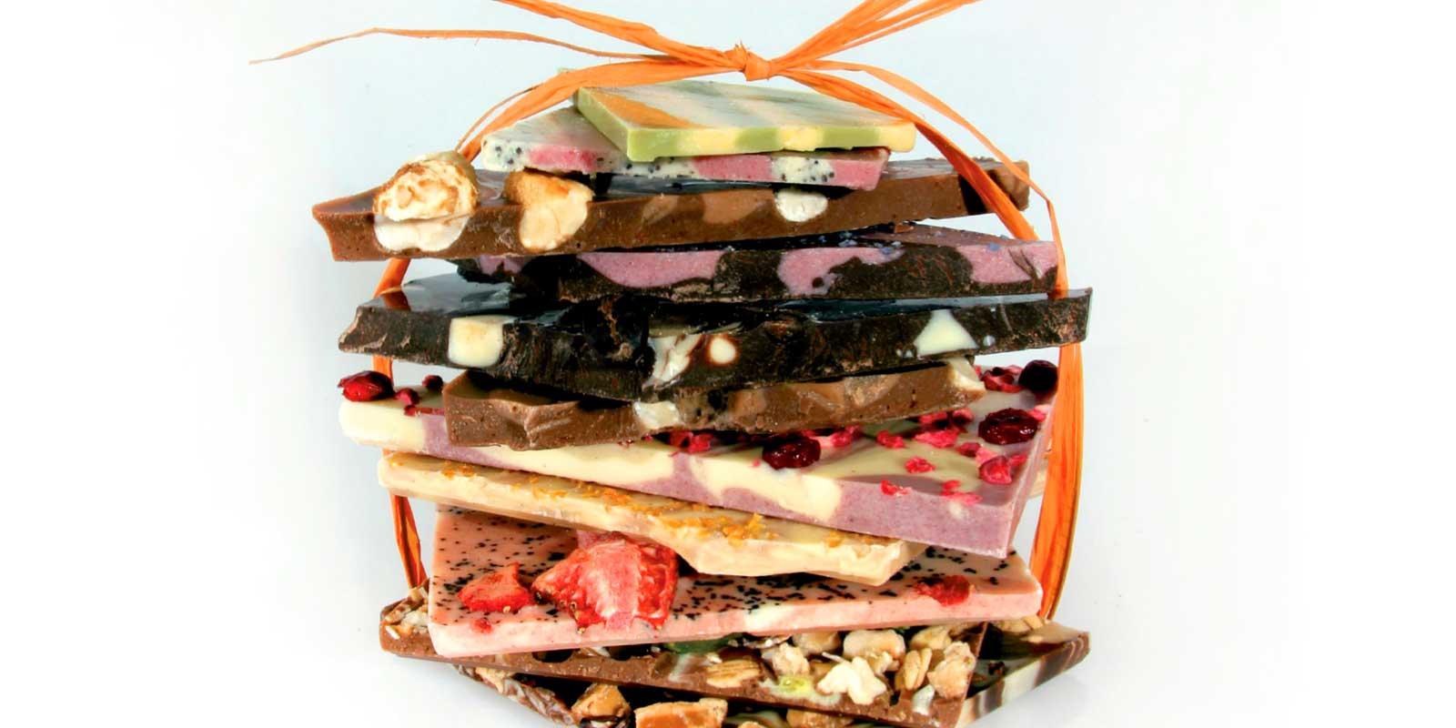 Coppeneur Cuvee Schokoladen Cuvee Chocoladen werden aus einer Assemblage von Cacaobohnen verschiedener Regionen oder Plantagen hergestellt, verfeinert mit ausgewählten Zutaten die der Chocolade eine fruchtige oder würzige Note geben.